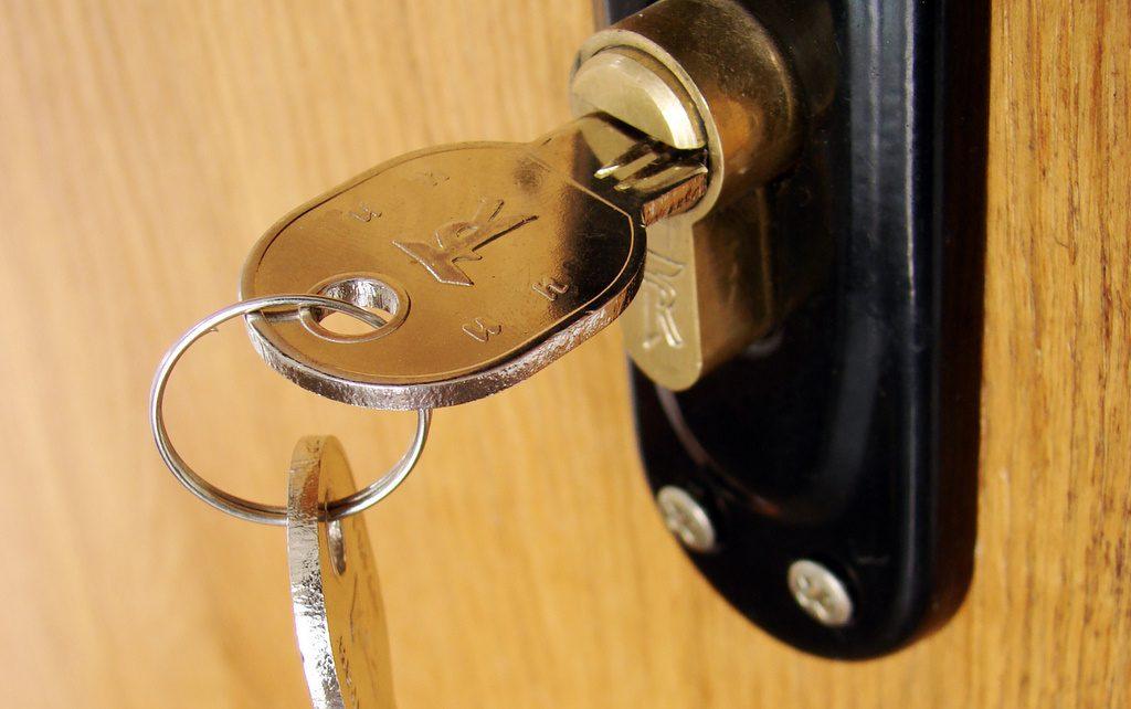 Pro Locksmith - Lock Replace